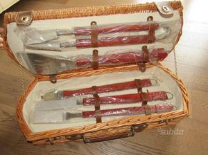 Set attrezzi per grigliata con custodia in vimini