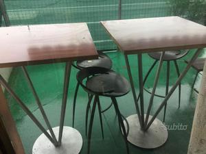 2 tavoli alti più 4 sgabelli