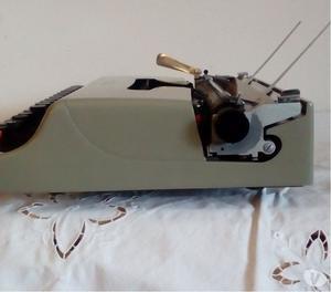 Olivetti Lettera 22 macchina da scrivere degli anni 50