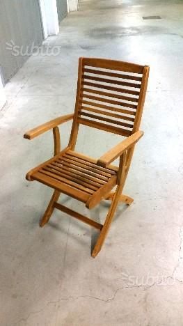 Sedia in legno di acacia con braccioli