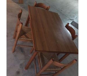 Tavolo e 4 sedie in buonissimo stato. Inutilizzato.