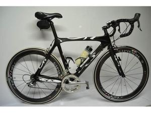 Bici corsa in carbonio nera idro formato ruote Gipiemme