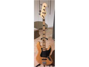 Fender Squier Jazz Bass (attivo) natural, pickup EMG