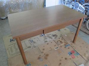 Tavolo con cassetto in legno