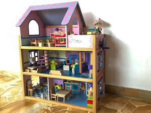 Casetta delle Bambole in legno con tanti accessori