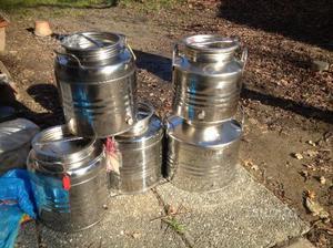 Contenitori per olio o vino in acciaio