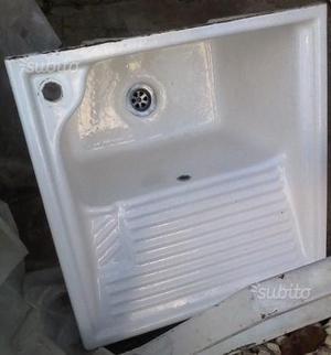 Lavandino in ceramica 60x60 da parete