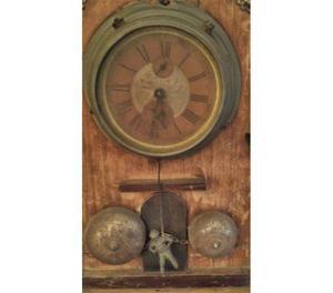 Pregiato orologio antico in legno da tavolo o da parete