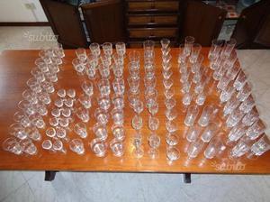 Serie di servizi bicchieri di vario tipo