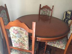 Tavolo rotondo con sei sedie