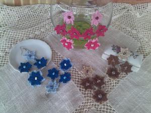Orecchini con 4 fiori a rombo ad uncinetto
