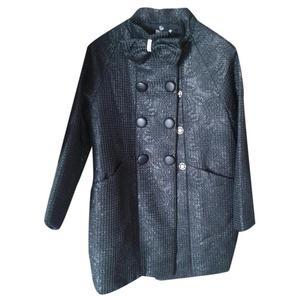 cappotto nero con fiocco e strass