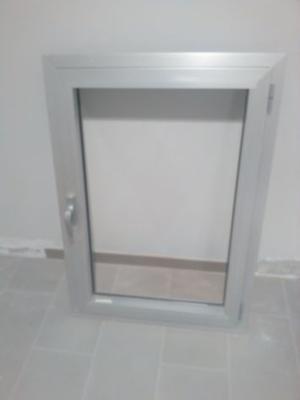Finestra vetro retinato alluminio anodizzato posot class - Finestre alluminio anodizzato ...