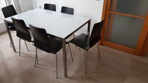 Tavolo in vetro con sedie