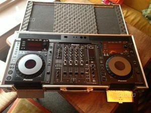 Due Pioneer CDJ 900 e DJM 850 Mixer flight case