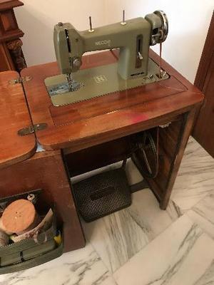 Mobile contenitore per macchina da cucire posot class for Lidl offerte della settimana macchina da cucire