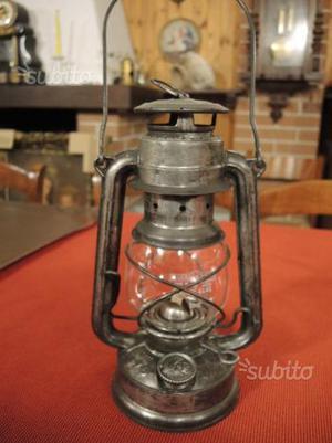 Antica lanterna a petrolio