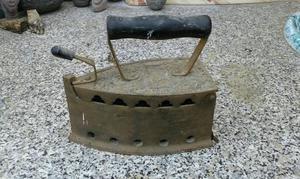 Ferro da stiro antico