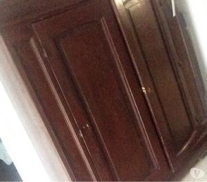 Vendesi armadio in legno massello