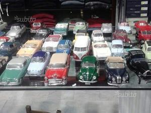 Collezione auto d'epoca in miniatura