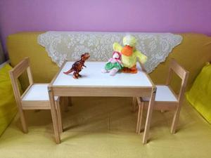 Tavolo per bambini con 2 piccole sedie