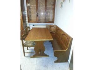 Cassapanca,tavolo e sedie in rovere.
