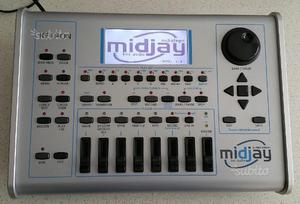 Ketron Midjay c/Vocalizer e basi musicali incluse