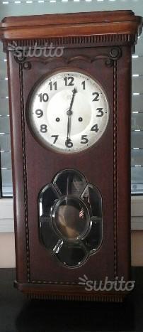Antichissimo orologio a pendolo da parete