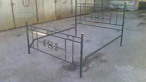 Struttura letto ferro battuto verde