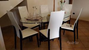 Tavolo in cristallo con 6 sedie in pelle bianca