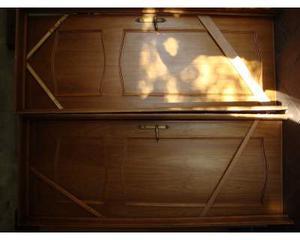 Due porte da interni in legno complete di telaio