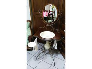 Lavandino esterno con brocca e specchio regolabile