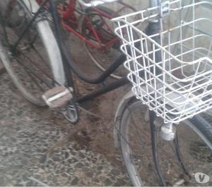 Vendo bici da bambino. Uomo e donna