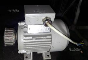 Motore elettrico Siemens 180 w mai usato