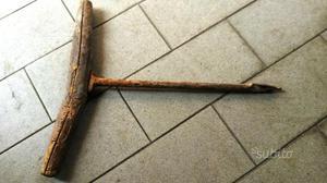 Antico punteruolo in ferro e legno
