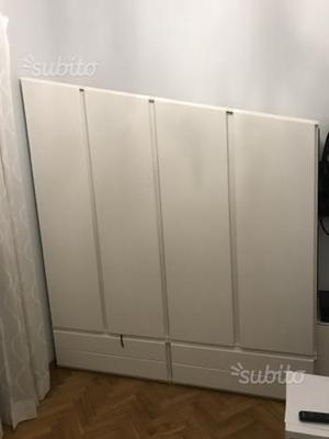 Armadio bianco camera da letto