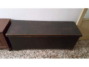 Cassapanca nera in legno