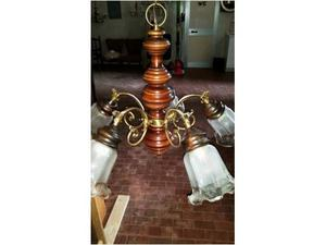 Lampadario antico in ottone e legno