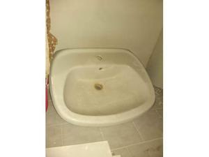 Lavandino in ceramica per bagno mai utilizzato