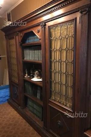 Maestosa libreria e vetrina in legno massello