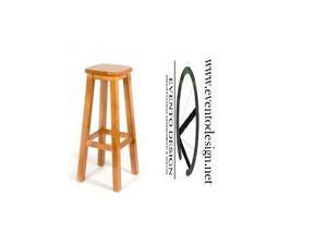 Sgabello in legno con sedile in legno da pub