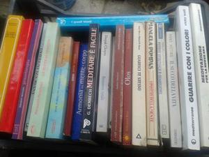 Vendo o baratto, libri e riveste di vari generi