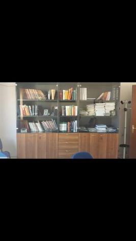Armadio e scrivanie uso ufficio