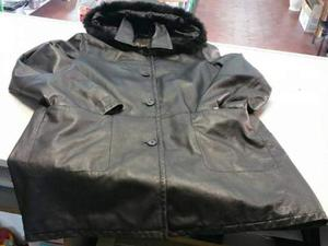 Cappotto donna pelle nera con cappuccio con pelo