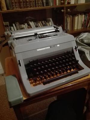 Macchina da scrivere Olivetti Linea 88 e mobiletto