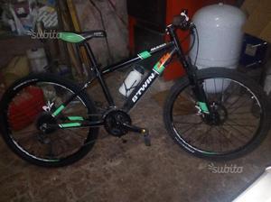 Bicicletta rockrider 700 con freni a disco