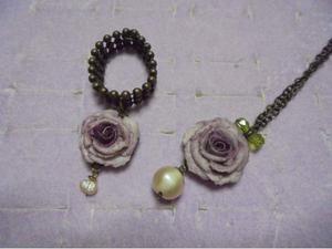 Collana e anello rosa