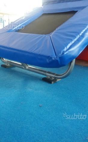 Ginnastica artistica team gym trampolino inclin