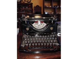 Macchina da scrivere Olivetti m 40