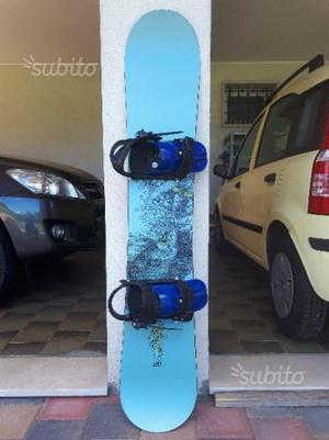Tavola da snowboard Burton completa di attacchi